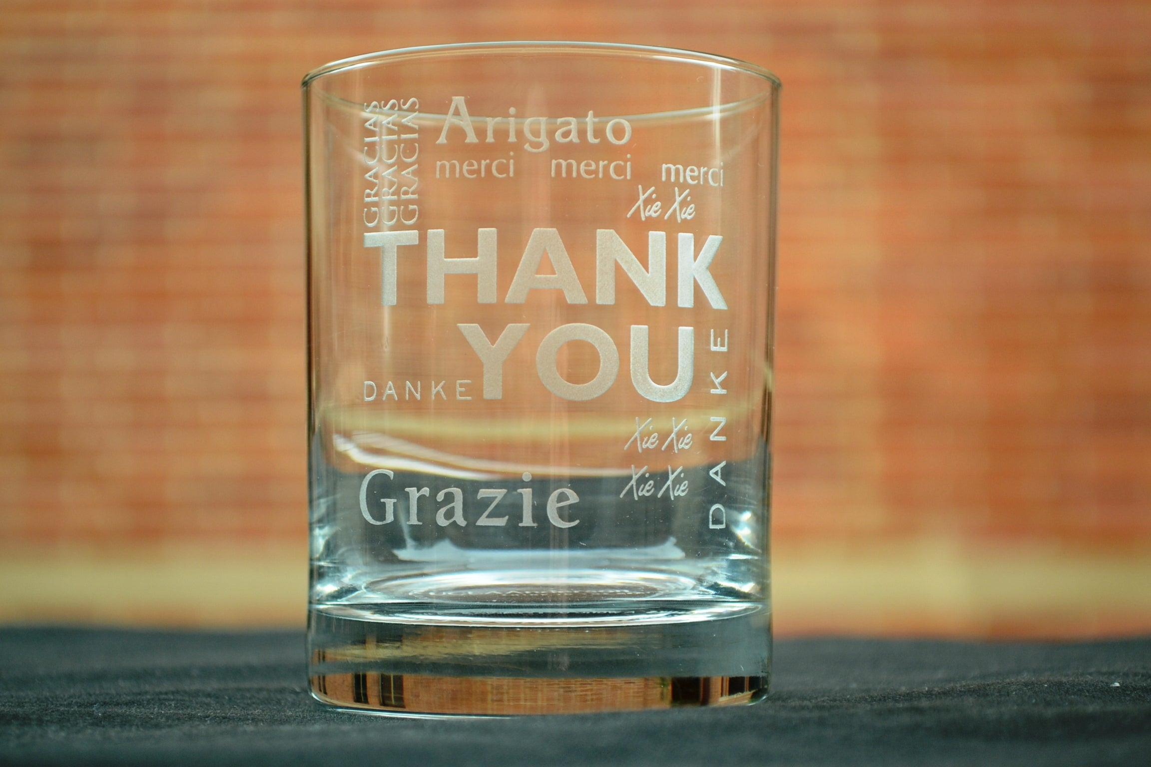 Highball glass that says thank you in Chinese, English, French, German, Japanese and Spanish